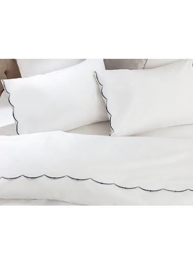 Madame Coco Felicia King Size Nakışlı Nevresim Takımı - Beyaz / Lacivert Lacivert